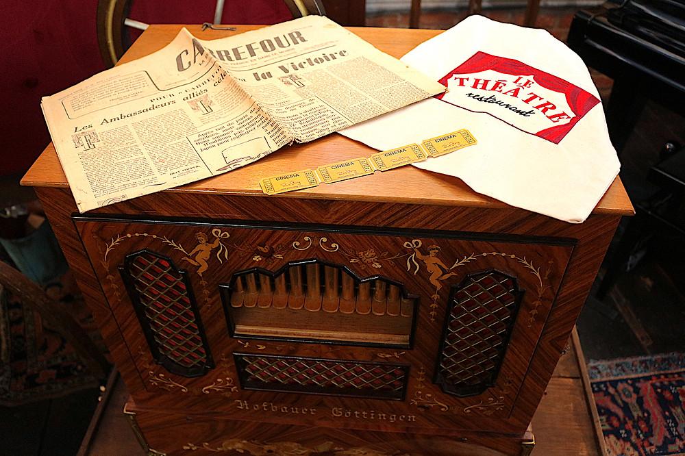 Le journal de votre naissance, l'orgue de foire, les places de cinéma pour Paris Story