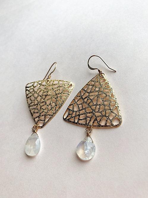 Moonstone gold