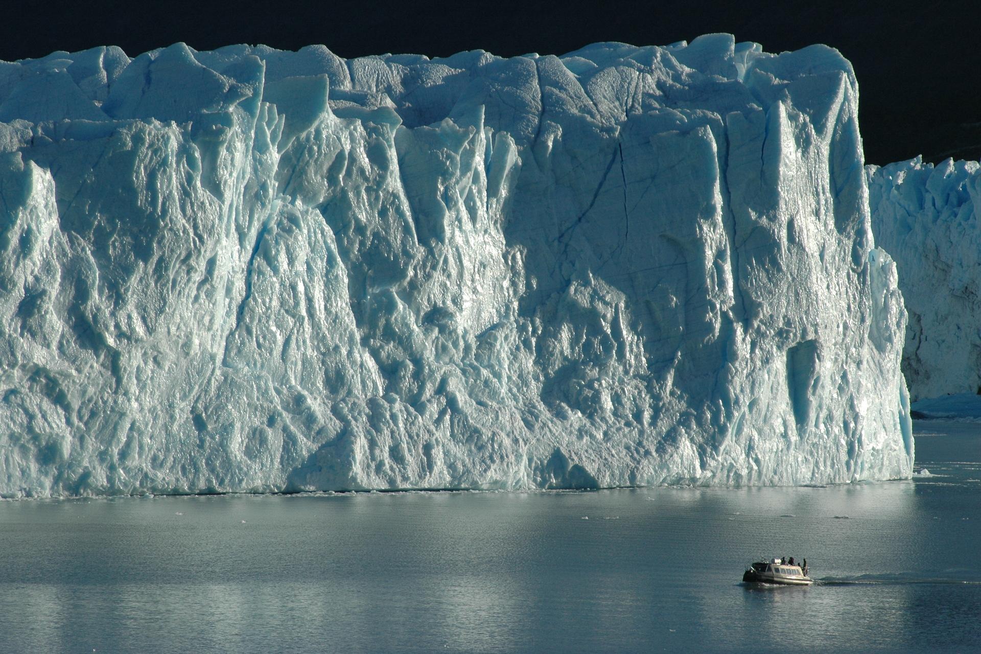 Glaciar_y_Tehuelche