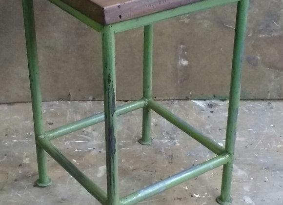 Vintage kruk in metaal met houten zit