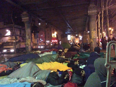 Help for the homeless refugees in Paris