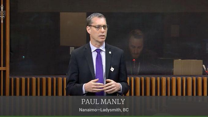 Paul Manly advocates for basic dental care