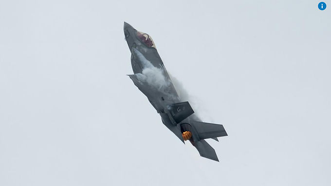 High-profile Canadians call on Trudeau to cancel fighter purchase