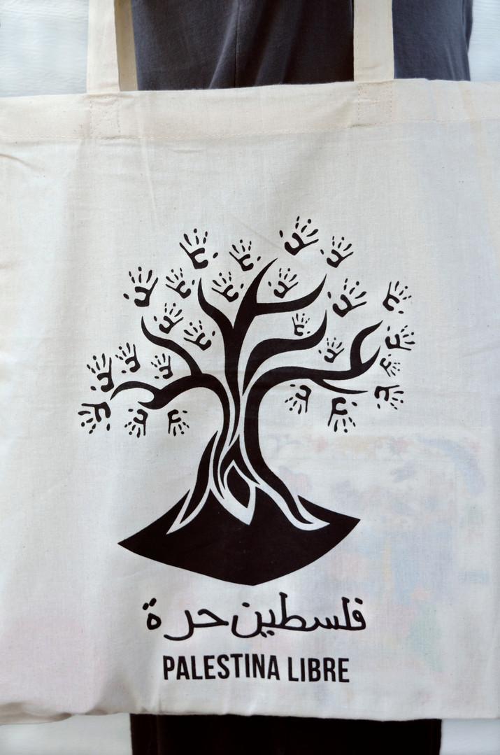 Detalle del tote bag de árbol palestino