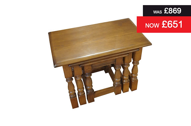 Old Charm 1494 Classic nest of three tables - Oak