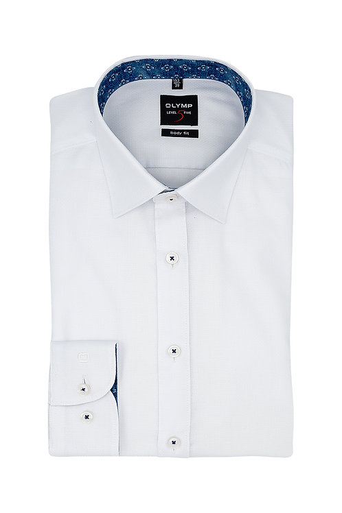 Рубашка Olymp Level Five белая с выделкой.