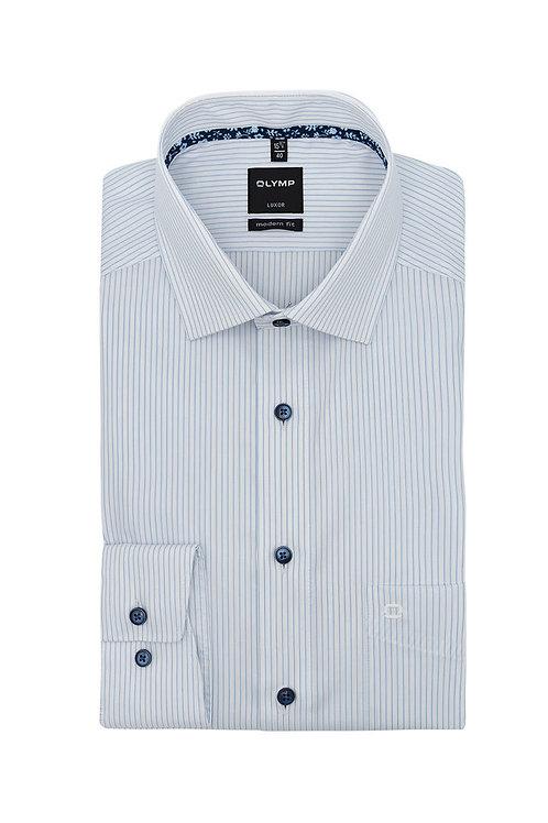 Рубашка Olymp Luxor в дизайнерскую полоску с контрастным патчем на воротничке.