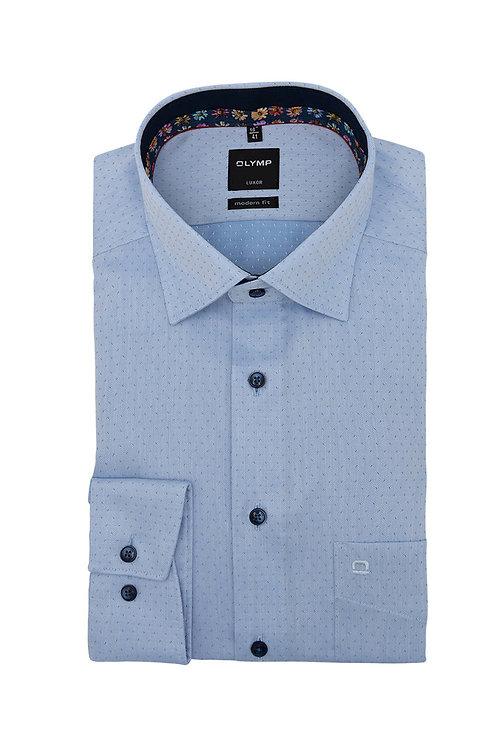 Рубашка Olymp Luxor светло-голубая с выделкой и контрастным патчем на воротничке