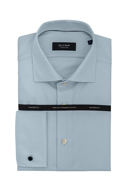 Мужская рубашка Olymp Signature нежно-голубого цвета с шелковистой выделкой.