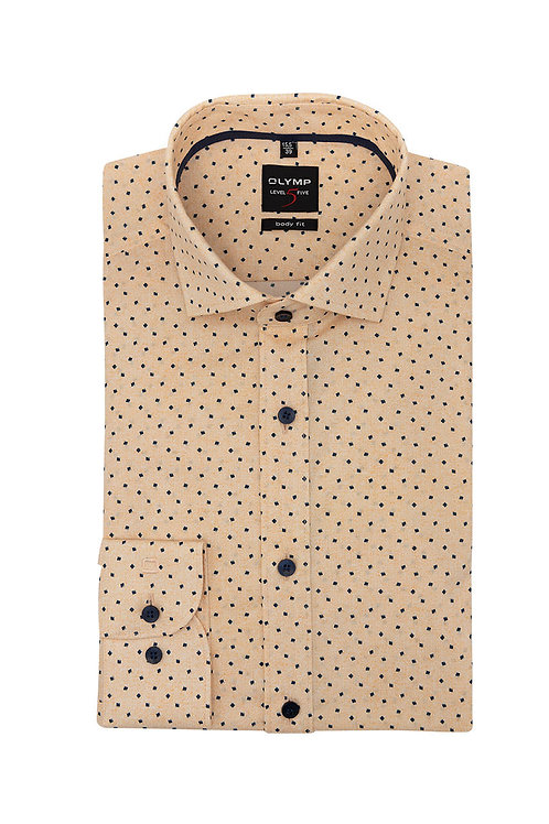 Рубашка Olymp Level Five нежно-апельсинового оттенка с дизайнерским принтом.