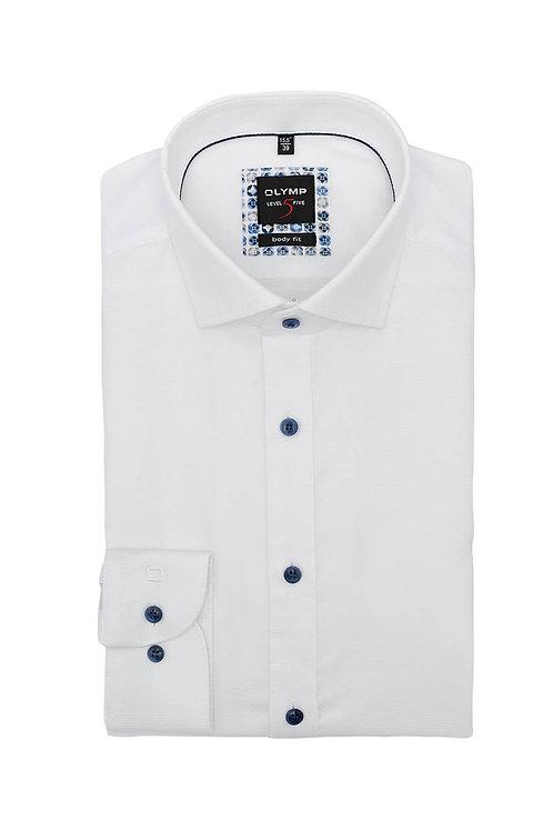 Рубашка Olymp Level Five белая с выделкой и контрастными пуговицами.