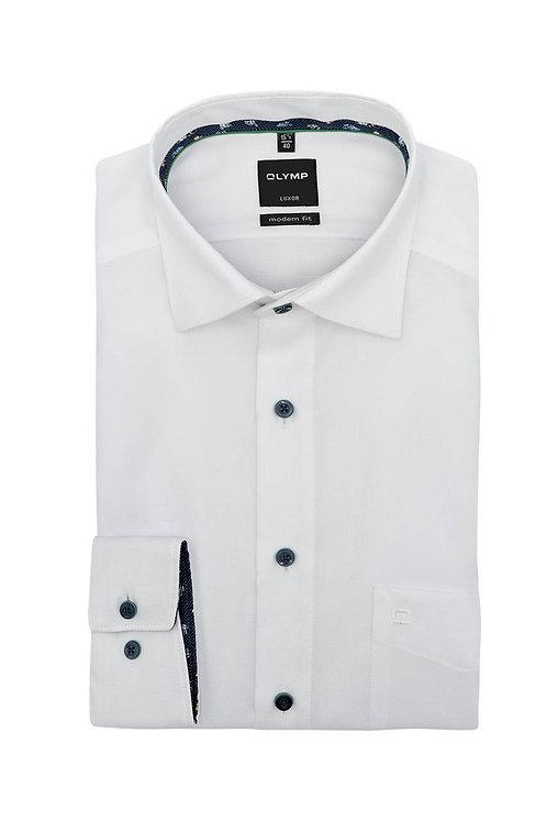 Рубашка Olymp Luxor белая с выделкой и контрастными воротничком и манжетами.