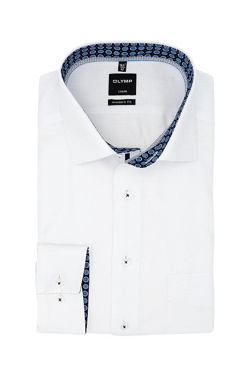 Рубашка Olymp Luxor белого цвета с фигурной выделкой.