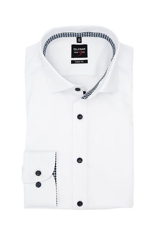 Рубашка Olymp Level Five белая с кантом на воротничке и контрастными манжетами.