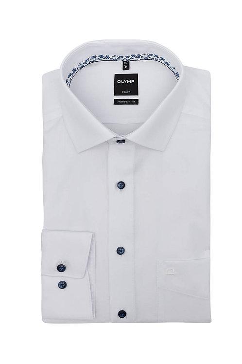 Рубашка Olymp Luxor белая с контрастным патчем на воротничке.