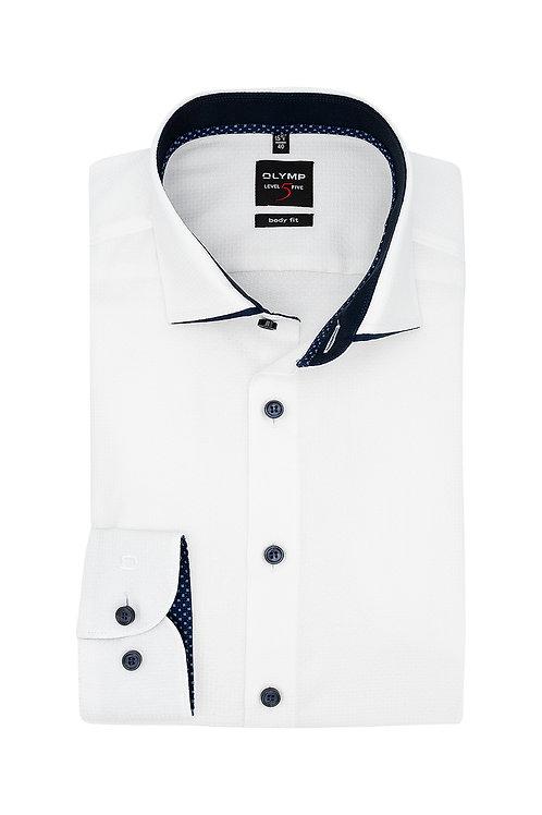 Рубашка Olymp Level Five белая с контрастным кантиком на воротничке.
