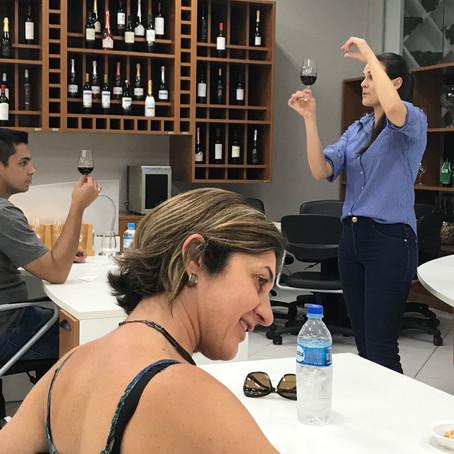 Curso 'Aprenda sobre vinhos com uma Rainha' tem mais uma edição nesse sábado