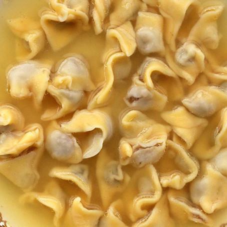Sopa de agnolini, tortellini, capeletti: de onde vem a tradição?