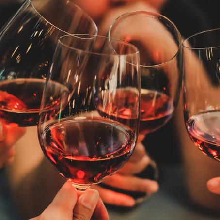 Grupo de amigos apreciadores de vinhos lança plataforma que apresenta as vinícolas do Brasil
