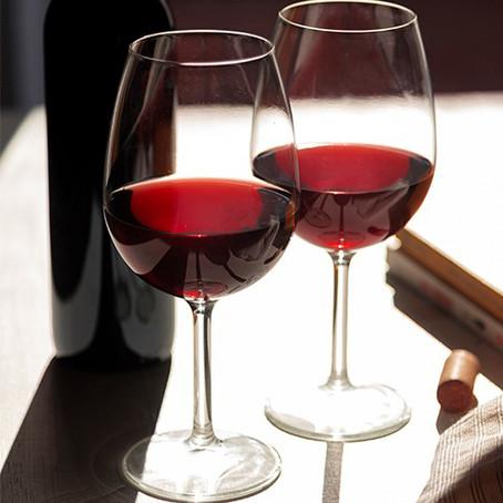Um guia com 30 vinhos tintos Top que você merece ter na sua adega