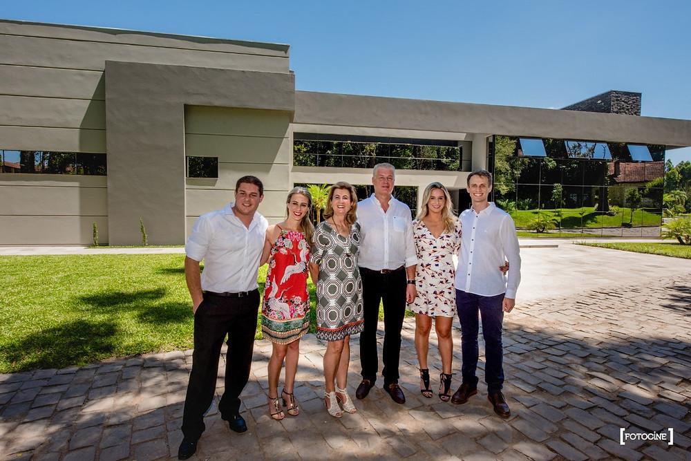 A Quinta Don Bonifácio é um empreendimento essencialmente familiar, que tem à frente os empresários José Vergani e Tânia Vergani Sirtori, Marina e Gonçalo Libardi e Isadora e Pedro Henrique Sirtori