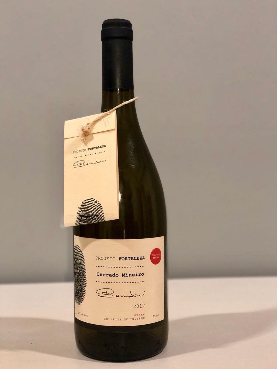 Projeto Fortaleza Syrah 2017, o primeiro vinho do Cerrado Mineiro, foi lançado ofi cialmente no dia 11 de junho de 2018, durante o encontro dos participantes do Projeto Vinhos do Cerrado