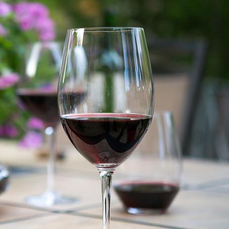 Você adora vinho tinto? Então confira 50 dicas para os dias mais quentes