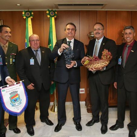 Bolsonaro recebe convite para inauguração de nova unidade da Cooperativa Aurora