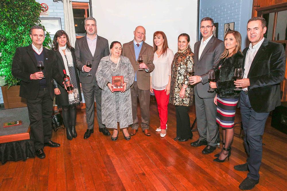 Familiares de Raul Anselmo Randon na noite do lançamento do livro e do vinho Laurea Ad Honorem