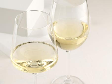 Uma guia com 52 Chardonnay e Sauvignon Blanc do Brasil