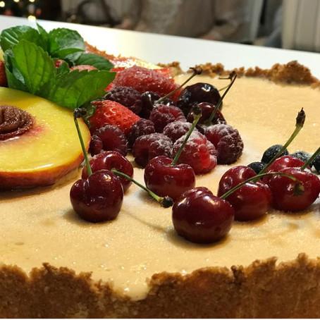 Torta americana de amêndoas, pêssego e frutas frescas: Chef Fredi Fontana ensina a fazer