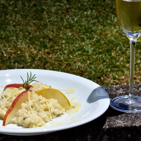 Risoto de peras com gorgonzola ao espumante: enólogo brasileiro ensina a receita