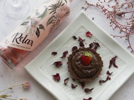 Aprenda a fazer tortinhas de chocolate e harmonizar com vinho frisante rosé