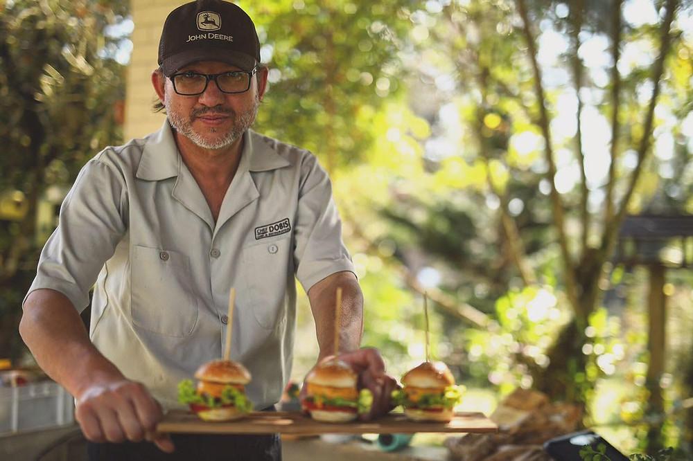 A receita de mini hambúrgueres de carne suína é uma criação do Chef Alegra Maurício Dobis  Créditos: Laertes Soares