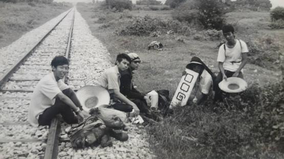 ๑๒๘ ก.ม. ย่ำเท้าบนรางรถไฟ