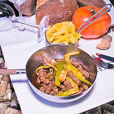 Solomillo de vaca, salteado al wok con ajetes tiernos y soja