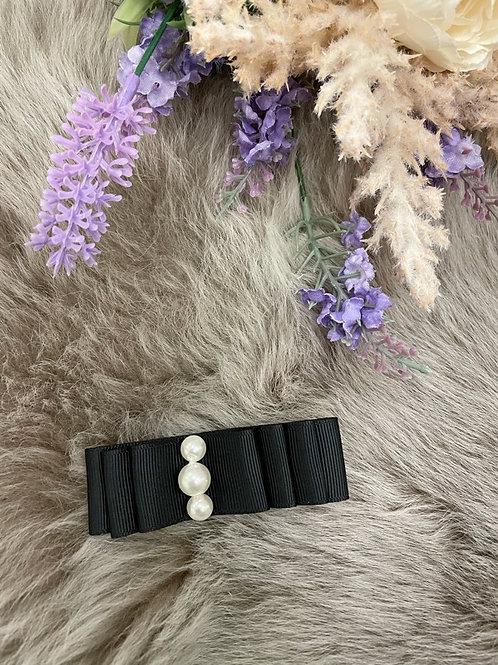 Bow Medium Black pearls