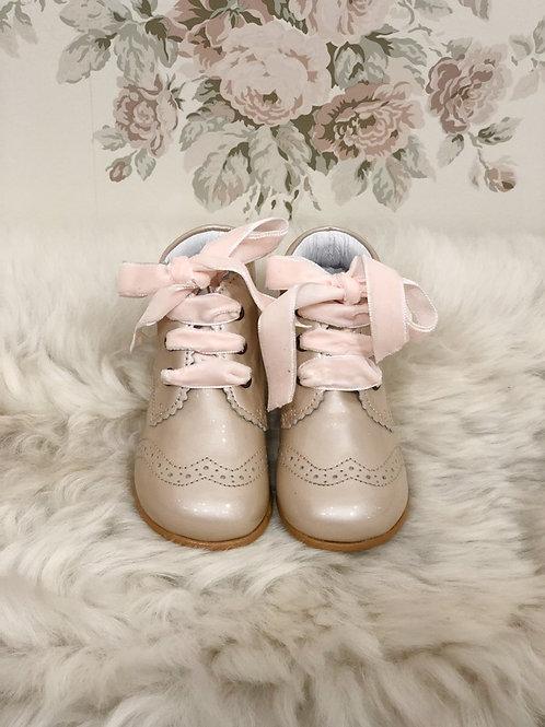 Boots Agnes