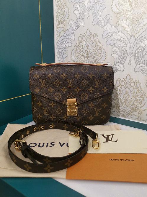 Almost New Louis Vuitton LV Pochette Metis Monogram Canvas