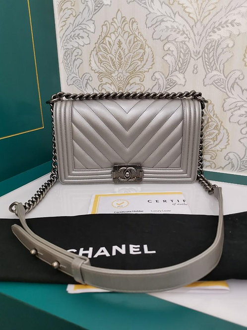 #22 Excellent Chanel Boy Chevron old medium Caviar Silver with RHW