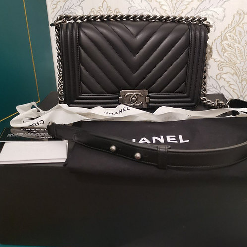 #26 BNIB Chanel Boy Chevron Old Medium Black Calf with RHW
