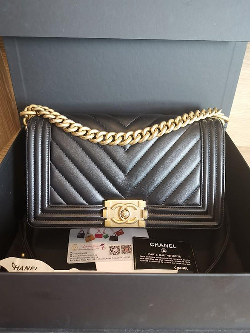 #25 LNIB Chanel Boy Chevron Calf Black with GHW