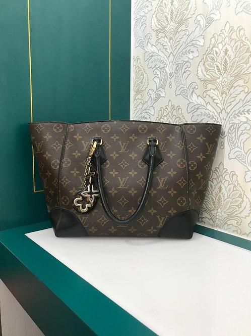 Louis Vuitton LV Tote Handbag Monogram Canvas