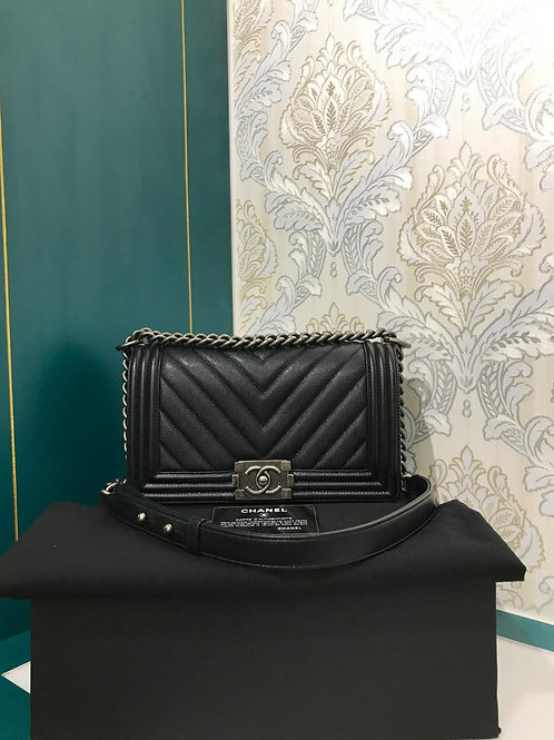 LNIB Chanel Boy chevron Old Medium Black caviar with RHW