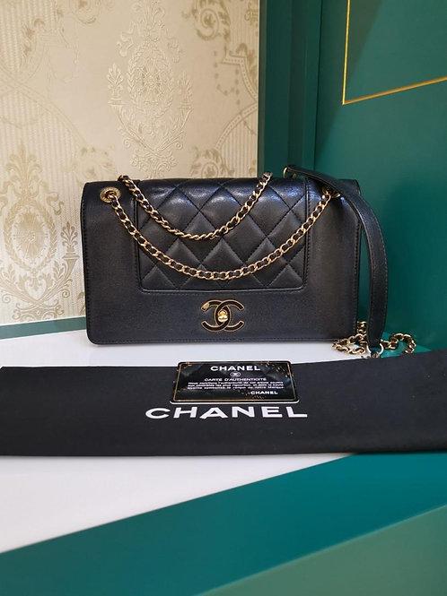 #21 Excellent Chanel Flap Medium Black Calf GHW (Cash S$4,500)
