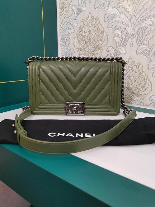 #20 Like New Chanel Boy old medium Chevron Green Calf with RHW