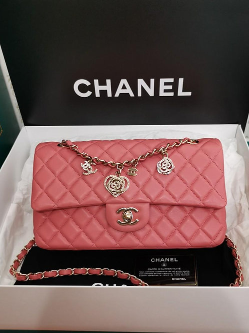 #19 LNIB Chanel Valentine Crystal Hearts Flap Medium Lamb Pink with GHW