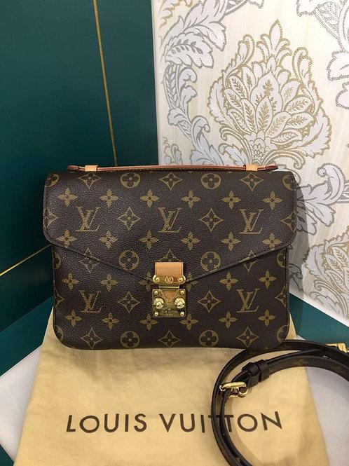 Like New LV Louis Vuitton Pochette Metis Monogram Canvas
