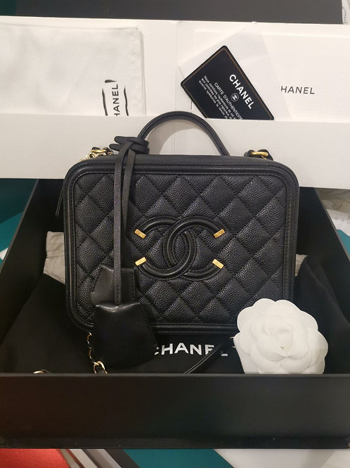 #22 LNIB Chanel Vanity Case Medium Black Caviar with GHW