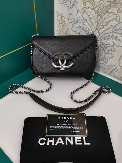 #23 Like New Chanel Mini Chevron Flap Caviar Black SHW